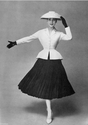 Dior s New Look of 1947 influenced the silhouette through the 1950s and  suggesting women who were fashionably attired did so by wearing accessories  which ... b68f4547685